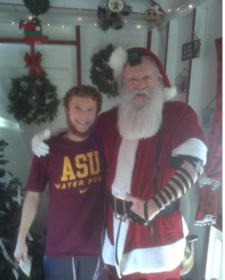santa-puts-on-tefillin