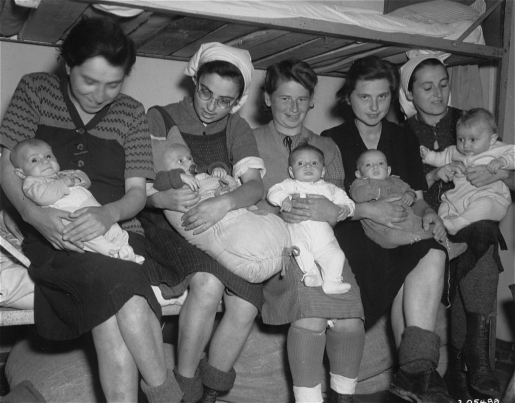 mothers-with-babies-at-dachau