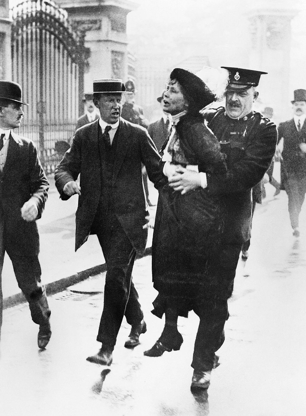 a short history of the women suffragettes movements Women's suffrage campaigns a great deal of credit for women receiving the vote belongs to the suffrage movement in the years leading up to world war one,.
